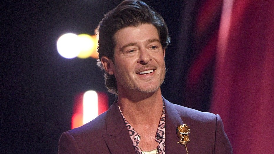 Emily Ratajkowski's Robin Thicke allegations aren't the first time 'Blurred Lines' caused controversy | Fox News