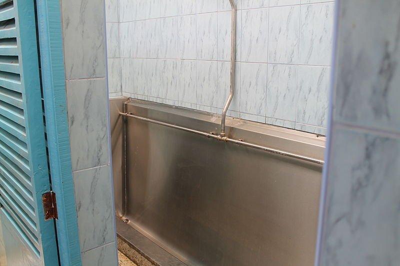 File:Urinal (8539645372).jpg